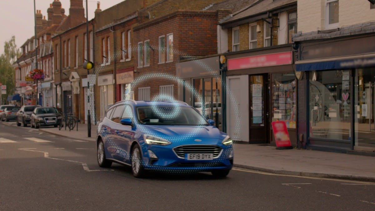 FORD 'ROADSAFE' DASHBOARD HELPS DRIVERS STEER CLEAR OF HIDDEN DANGERS USING CONNECTED CAR TECHNOLOGY