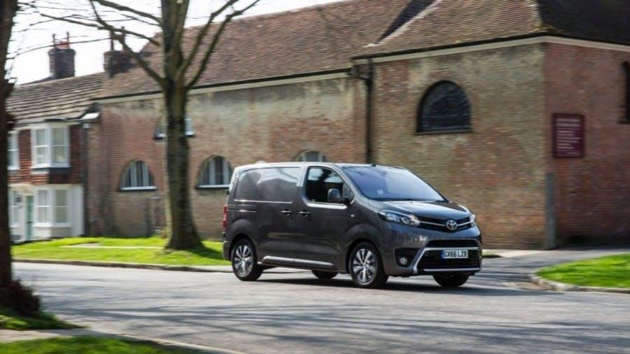 Toyota Proace Retains WHAT VAN? Medium Van Award